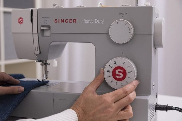 מכונת תפירת זינגר 4411 חצי תעשייתית עם 11 סוגי תפרים